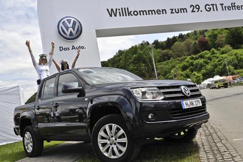 Amarok и рок-музыкант на фестивале GTI: Пeтер Маффей испытывает новый пикап Volkswagen