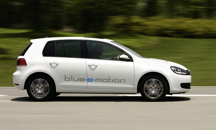 Volkswagen начнет выпуск серийных электромобилей в 2013 году