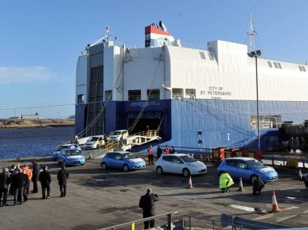 Сухогруз в Японском море лишился более 50 автомобилей